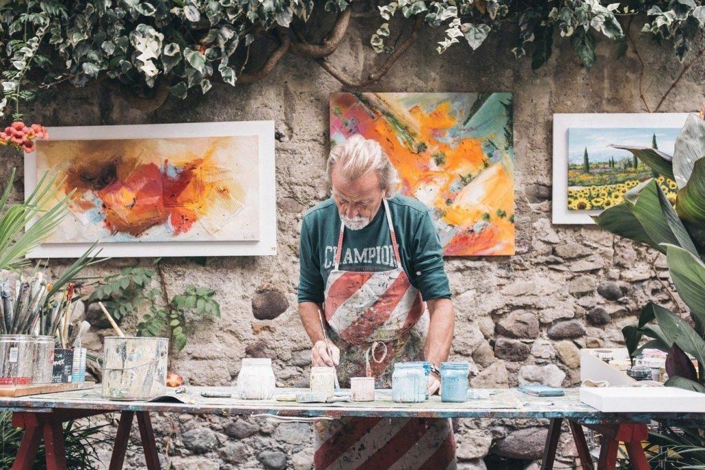 Talent art. artista che realizza le sue opere